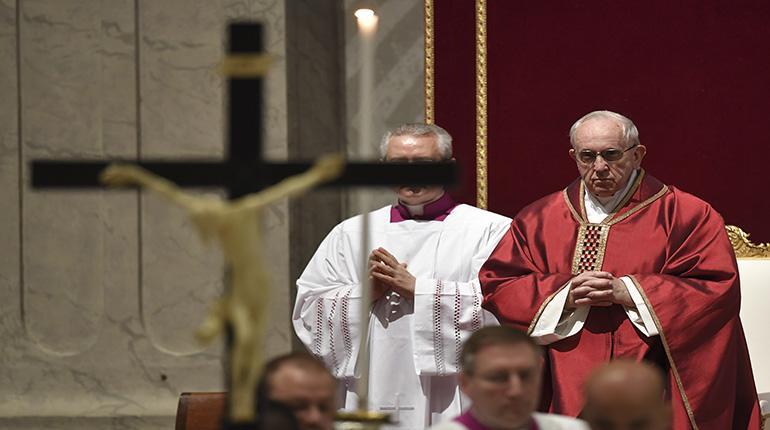 El Papa celebra la Pasión de Cristo e instó a los jóvenes a ir «contracorriente»
