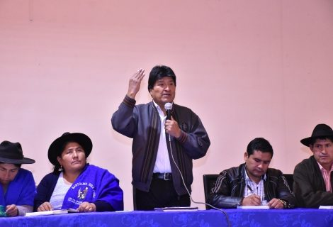 Morales se reúne con organizaciones campesinas para analizar temas políticos, económicos y sociales
