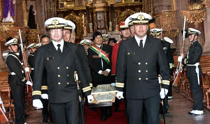 Bolivia inicia homenaje al Día del Mar con el traslado de restos de Eduardo Abaroa