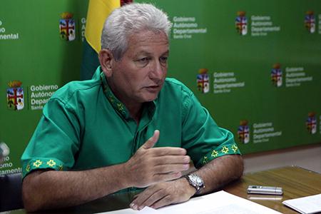Suspenden arraigo al gobernador Ruben Costas para que asista a los alegatos en La Haya