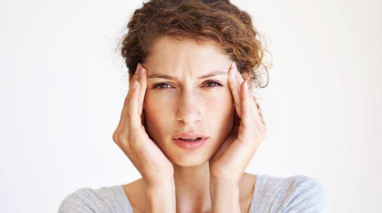 Identifique la causa de su migraña para combatirla