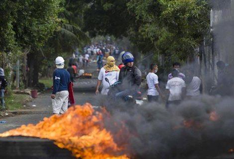 Ortega sigue bajo presión tras revocar medida que desató protestas en Nicaragua