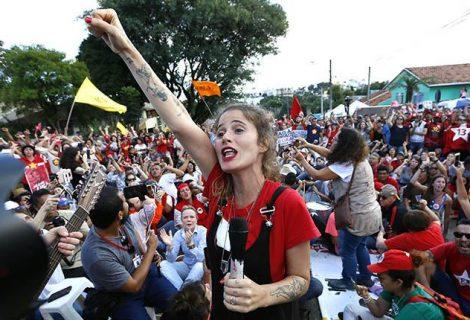 """Abogado de Lula dice que está """"bien"""", pero muy """"indignado"""""""