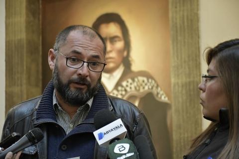 Chileno que repartió el 'Libro del Mar' inicia trámite de asilo humanitario en Bolivia