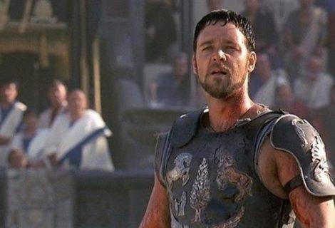 Russell Crowe vende la armadura de Gladiador