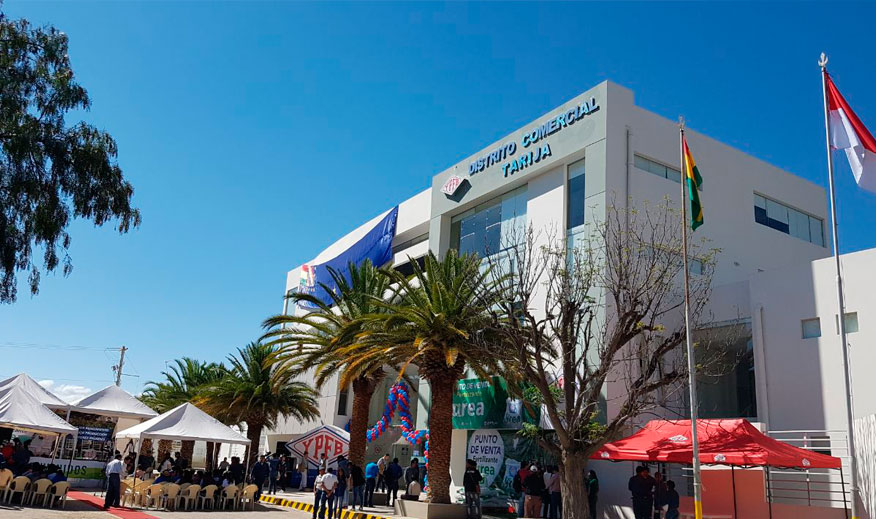 Presidente inaugura nuevo edificio de YPFB y punto de venta de urea en Tarija