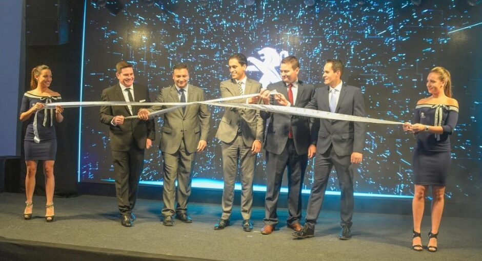 "PEUGEOT SE CONSOLIDA EN BOLIVIA: Bolivian Automotors inaugura su flamante showroom ""Blue Box"""