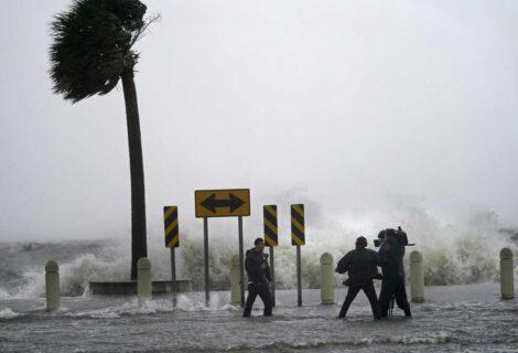 """EL HURACÁN IDA DE 240 KM/H TOCA TIERRA EN LOUSIANA: Joe Biden consideró """"una tormenta que amenaza las vidas"""""""