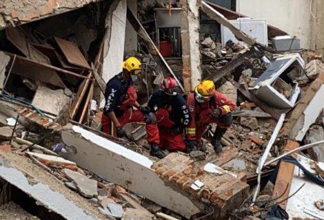 HURACÁN NORA CAUSA DESTROZOS EN LA COSTA DE MÉXICO: Un hotel se derrumbó en Puerto Vallarta, hay 2 desaparecidos