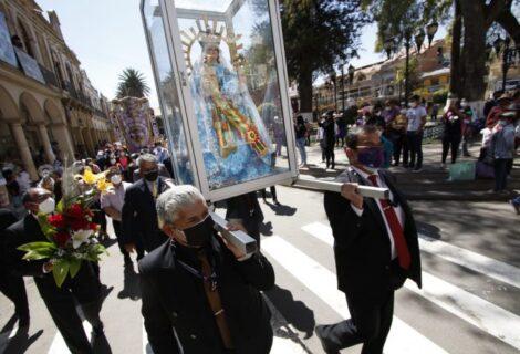"""PEREGRINOS DE TODO EL MUNDO LLEGAN HASTA QUILLACOLLO: A pedirle a la Virgen de Urkupiña """"trabajo, salud y unidad"""""""