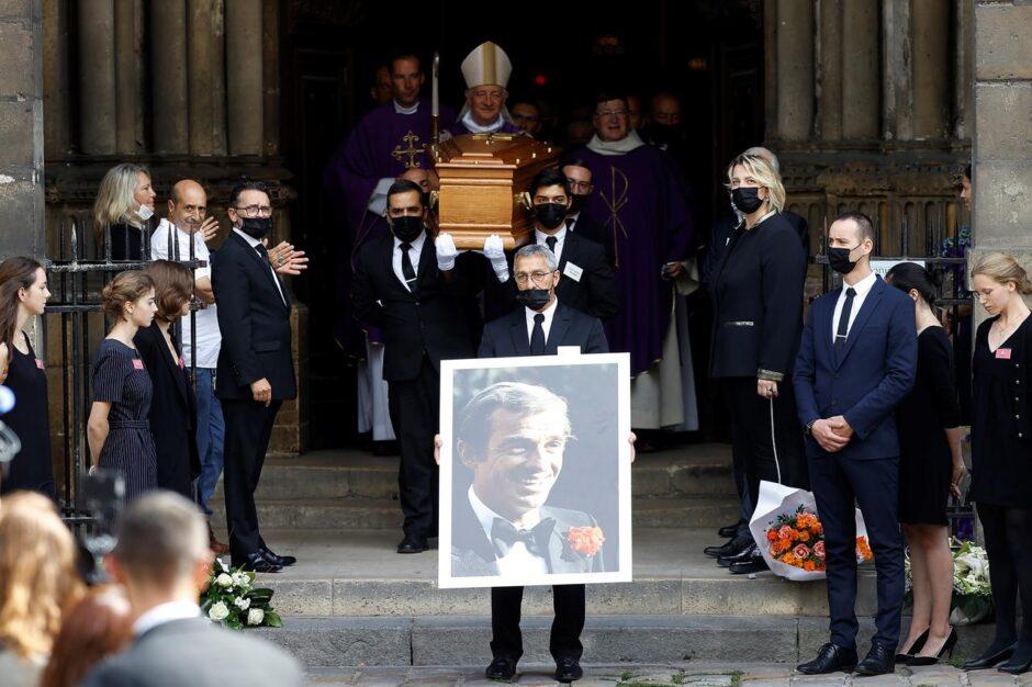 SOBRECOGEDOR FUNERAL DE JEAN PAUL BELMONDO: Francia lo despide con la música de Ennio Morricone