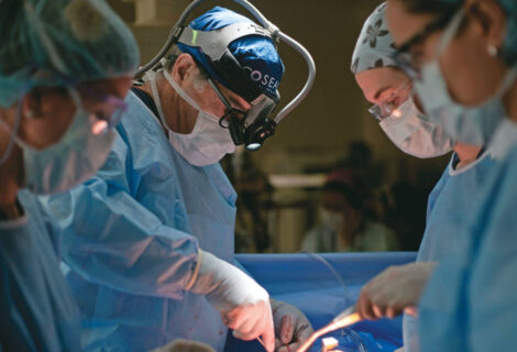 UN HOMBRE POR SEGURIDAD SE TRAGA SU CELULAR: Médicos tuvieron que operarlo para salvarle la vida