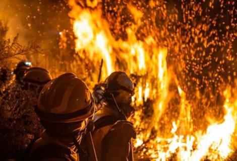 UNA MUJER BOMBERO FALLECE EN INCENDIO FORESTAL: Combatía el fuego en Sacaba, deja una pequeña de 3 años