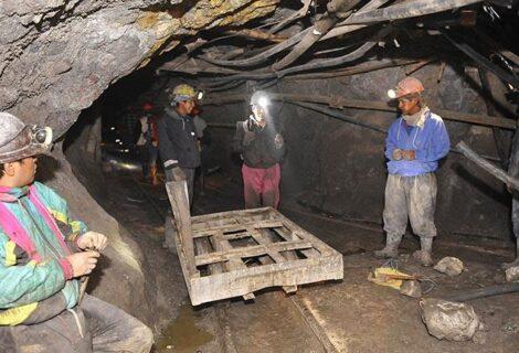 EL CERRO RICO DE POTOSÍ ES UNA AMENAZA LATENTE: Los mineros mueren por derrumbes e intoxicaciones