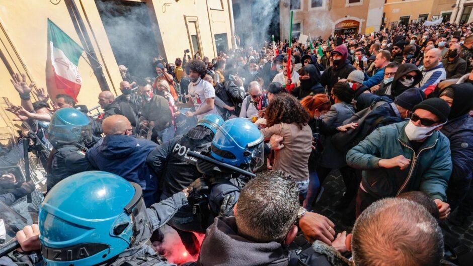 ENFRENTAMIENTOS EN ROMA CONTRA RESTRICCIONES: Protestan contra el pasaporte sanitario del coronavirus