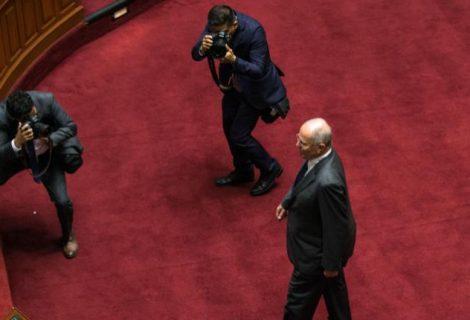 Perú: Fiscalía pide impedimento de salida para Kuczynski
