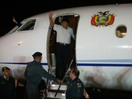 Morales viaja a Madrid para reunirse con Rajoy en su primera parada hacia La Haya