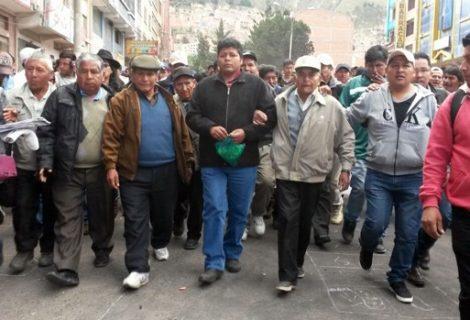 Fundadores renuncian y entregan Adepcoca a Gutiérrez; Policía se retira