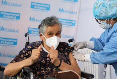 LAS VACUNAS PROTEGEN A LOS ADULTOS MAYORES: Reducen el riesgo de padecer cuadros de hospitalización