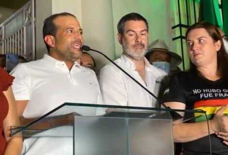 """GOBERNADOR AGRADECE APOYO DEL PUEBLO CRUCEÑO: """"No fue por miedo a Camacho, fue por miedo a Santa Cruz"""""""