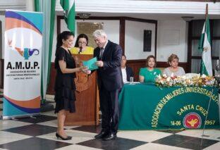 """AMUP RECONOCE A DIRECTORA DE POSTGRADO DE LA UPSA: Estela Subirana """"Lámpara Dorada de la Luz y el Saber 2021"""""""